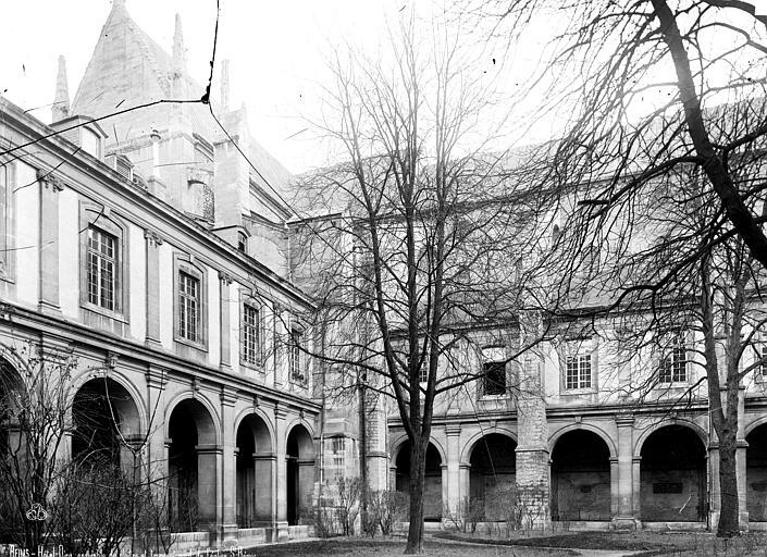 Abbaye Saint-Remi (ancienne) ou ancien Hôtel-Dieu Cloître, Robert, Paul (photographe),