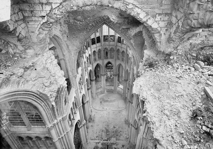 Cathédrale Notre-Dame Brèche des voûtes de la croisée du transept, en dessus, Verneau, G.,