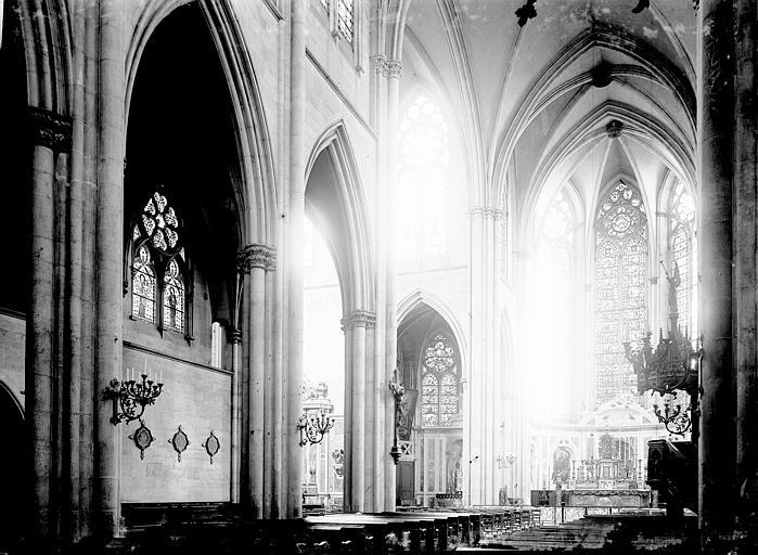 Eglise Saint-Gengoult Nef: vue diagonale prise de l'entrée, Enlart, Camille (historien),
