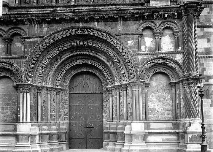 Eglise Sainte-Croix Portail, Enlart, Camille (historien),