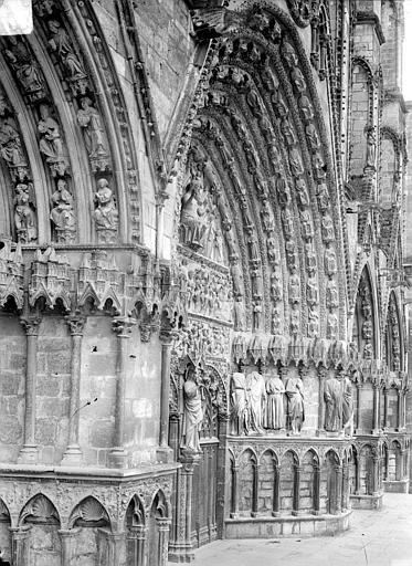 Cathédrale Saint-Etienne Portail central de la façade ouest : piédroit et voussure de droite, Doucet ; Baudet (photographe),