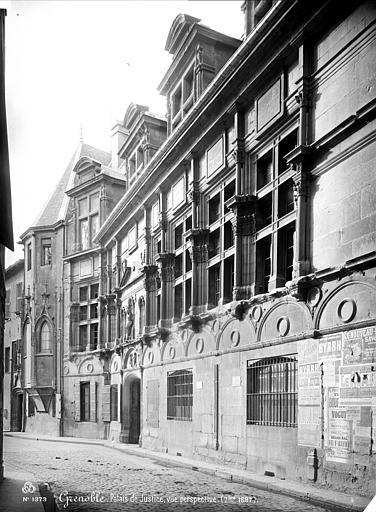 Palais de Justice Façade sur rue vue en perspective, Mieusement, Médéric (photographe),