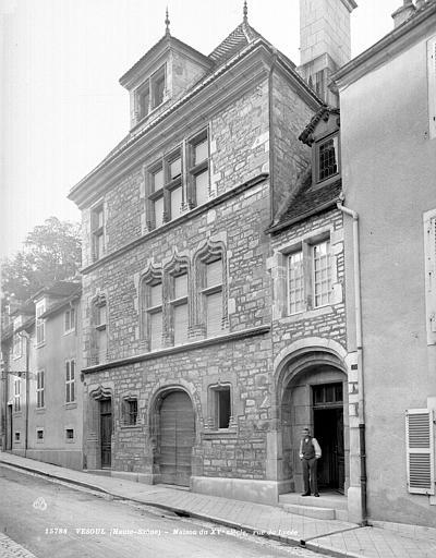 Maison Façade sur rue, Neurdein (frères) ; Neurdein, Louis ; Neurdein, Louis (photographe),