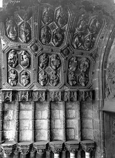 Eglise Saint-Michel Portail central de la façade ouest : Voussures et ébrasement gauche, Delaunay (photographe),