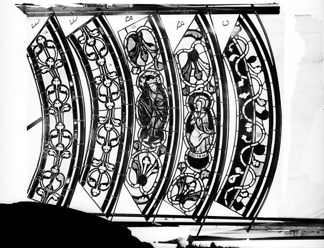 Cathédrale Saint-Jean Vitrail des Rois mages : Fragment de bordure avec ornements et sujets, l'Orgueil et l'Humanité, ,