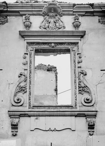 Maison Détail d'une façade, fenêtre, Verneau, G.,