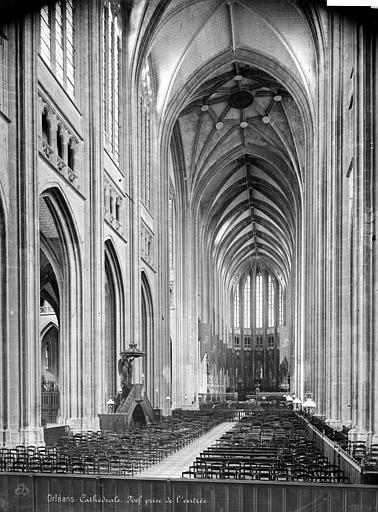Cathédrale Sainte-Croix Vue intérieure de la nef, vers le choeur, Mieusement, Médéric (photographe),