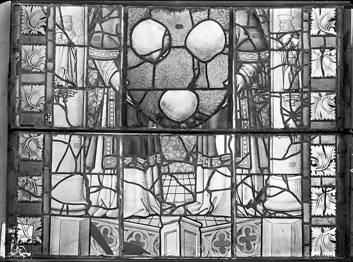 Cathédrale Saint-Etienne (ancienne) Vitrail du transept nord, fenêtre A, panneaux inférieurs, Romanais (photographe),