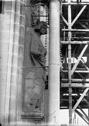 Cathédrale Notre-Dame Roi près de la statue de l'Eglise, au sud, Louis le Débonnaire, Lajoie, Abel,
