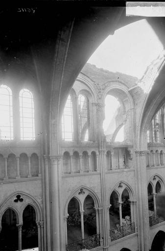 Eglise Notre-Dame (ancienne cathédrale) Travée sud, partie du mur sud de la nef, Service photographique,