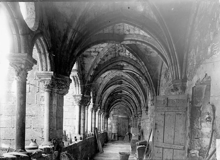 Cloître Galerie: intérieur, Enlart, Camille (historien),
