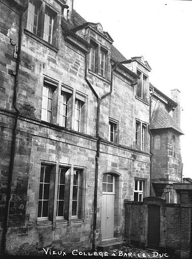 Collège Gilles de Trèves  (ancien Façades sur la cour, galerie, Louzier (photographe),