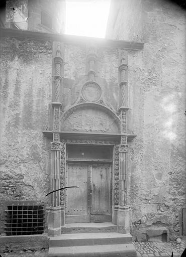 Maison du Notaire, dite aussi maison Desplats ou maison du Lys ou hôtel de Loignat Façade sur la rue du Languedoc : Portail, Jarron (photographe),
