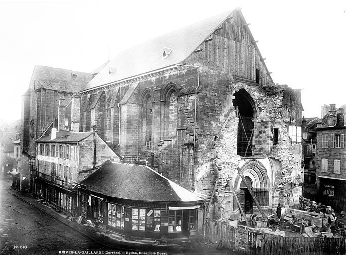 Eglise Saint-Martin Ensemble ouest avant la construction du clocher : chantier avec compagnons tailleurs de pierre à l'oeuvre, Mieusement, Médéric (photographe),