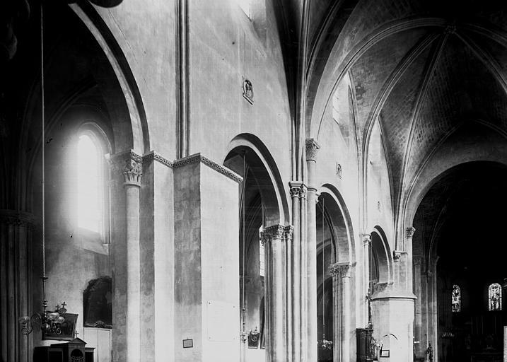 Eglise Sainte-Croix Nef et choeur, parties hautes: vue diagonale, Enlart, Camille (historien),