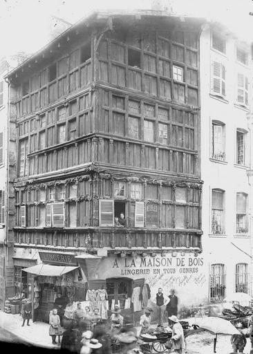 Maison à pans de bois , Durand, Eugène (photographe),