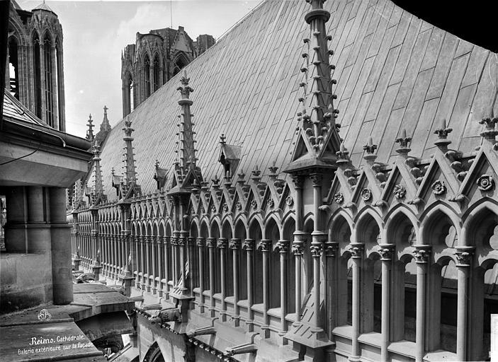 Cathédrale Notre-Dame Façade sud : galerie supérieure et toiture, en perspective vers l'ouest, Mieusement, Médéric (photographe),