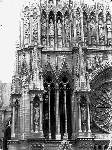 Cathédrale Notre-Dame Fenêtres à la base de la tour nord, Lajoie, Abel,