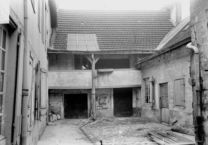 Maison/Hôtel Maupinot Cour, Verneau, G.,