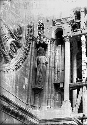 Cathédrale Notre-Dame Statue au côté nord de la rose sud, la Synagogue, Lajoie, Abel,
