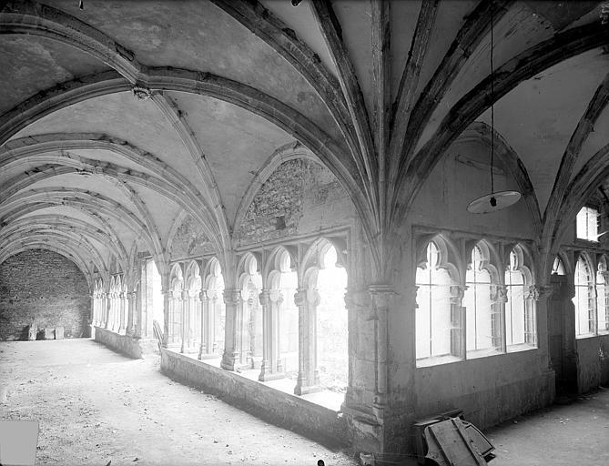 Cloître capitulaire de Saint-Vincent (ancien) Vue intérieure des galeries sud et ouest, Heuzé, Henri (photographe),