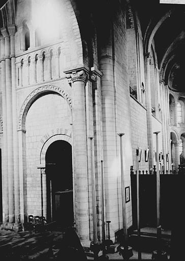 Abbaye aux Dames (ancienne), Eglise Sainte-Trinité Croisée du transept, Enlart, Camille (historien),