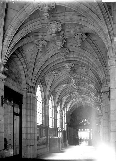 Chambre des Comptes (ancienne), Hôtel Romé (ancien) , Enlart, Camille (historien),