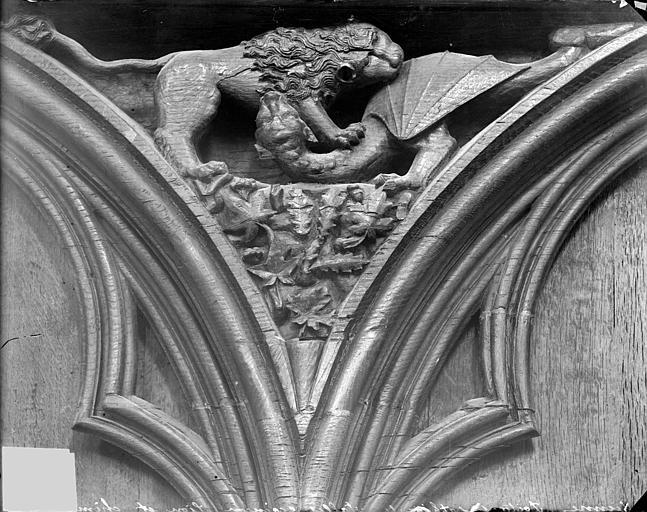 Cathédrale Saint-Pierre Stalles, écoinçon : animaux fantastiques, Heuzé, Henri (photographe),