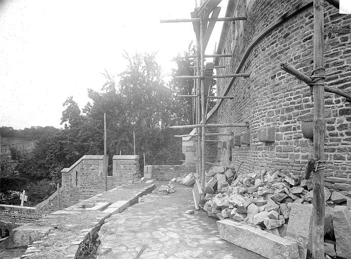 Château Tour Raoul : plate-forme circulaire du deuxième étage, côté sud, Durand, Jean-Eugène (photographe),