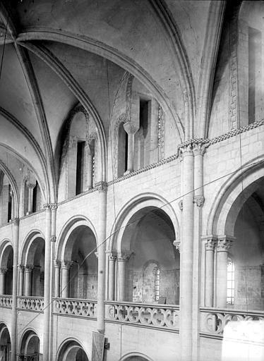 Abbaye aux Hommes (ancienne) ; Eglise abbatiale Saint-Etienne Vue intérieure de la nef : parties hautes et voûtes, Heuzé, Henri (photographe),