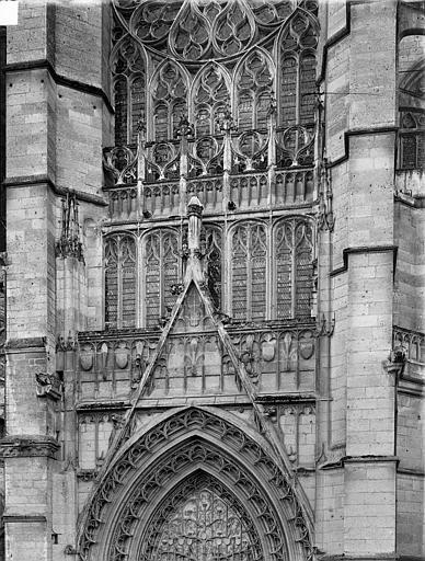 Cathédrale Saint-Pierre Portail du transept nord : gable et partie supérieure, Durand, Jean-Eugène (photographe),