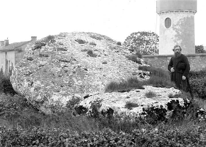 Dolmen dit La Pierre-Levée Dessus de la piere, Mieusement, Médéric (photographe),