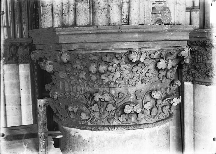 Cathédrale Notre-Dame Chapiteau du cinquième pilier de la chapelle absidiale, à droite, Lajoie, Abel,