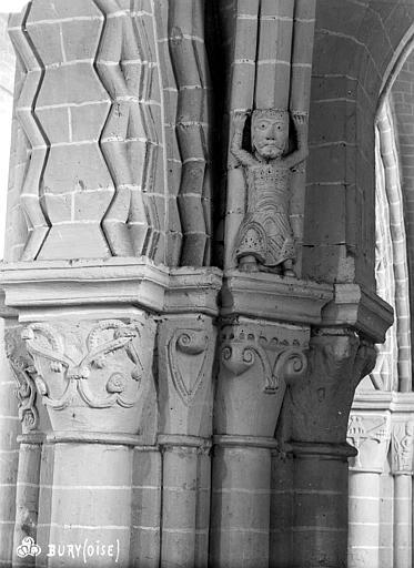 Eglise Saint-Lucien Chapiteaux et cariatide du 2ème pilier de la nef et du bas-côté nord (face est), Robert, Paul (photographe),