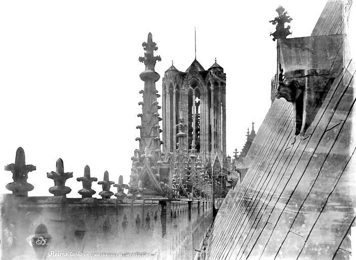 Cathédrale Notre-Dame Façade sud : galerie supérieure, vue axiale vers l'ouest, Mieusement, Médéric (photographe),