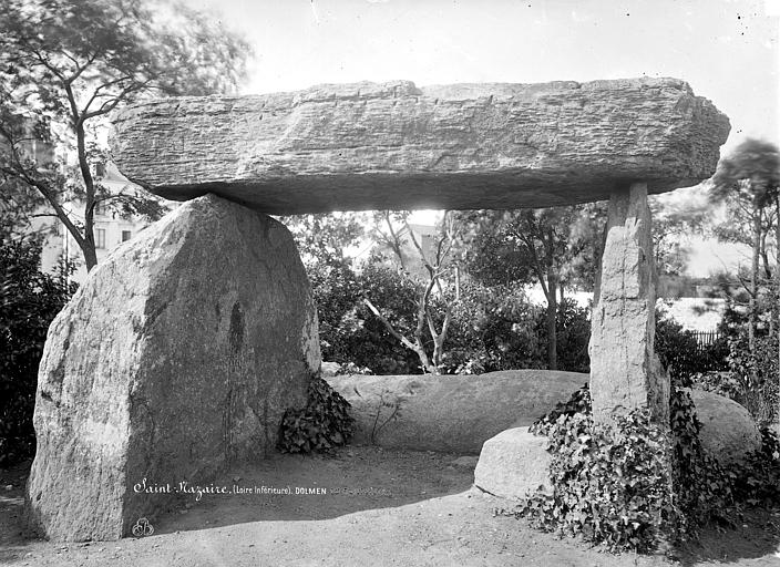 Dolmen trilithe Vue d'ensemble, de face, Robert, Paul (photographe),