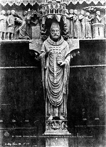 Cathédrale Notre-Dame Portail de Saint-Calixte au transept nord : statue de saint Calixte au trumeau, Le Secq, Henri (photographe),