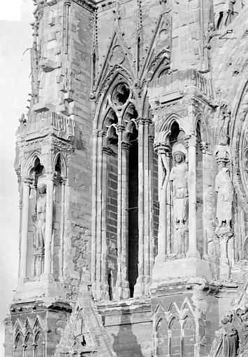 Cathédrale Notre-Dame Tour nord : Contreforts côté nord, au 1er étage, Sainsaulieu, Max (photographe),