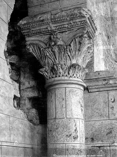 Cathédrale Saint-Front Chapiteau de l'ancien clocher, Mieusement, Médéric (photographe),