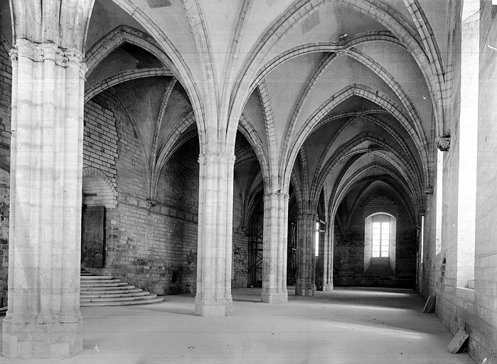 Palais des Papes Salle de la grande audience : Vue intérieure côté est, Durand, Jean-Eugène (photographe),
