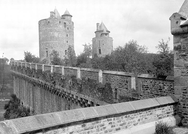 Château Vue prise de la Tour Surienne, sur la poterne, Durand, Jean-Eugène (photographe),