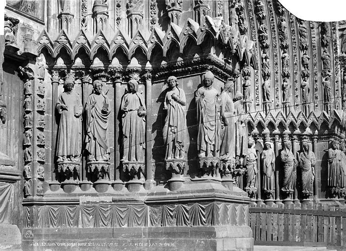 Cathédrale Notre-Dame Porte nord de la façade ouest : statues-colonnes de l'ébrasement droit, Mieusement, Médéric (photographe),
