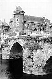 Château ; Pont , Enlart, Camille (historien),