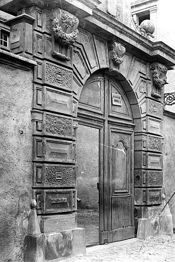 Hôtel de Nayzac Porte sur rue, vue diagonale, Mieusement, Médéric (photographe),