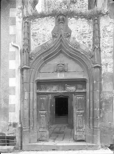 Hôtel Jean Doyac Façade sur rue : Porte du 15ème siècle, Jarron (photographe),