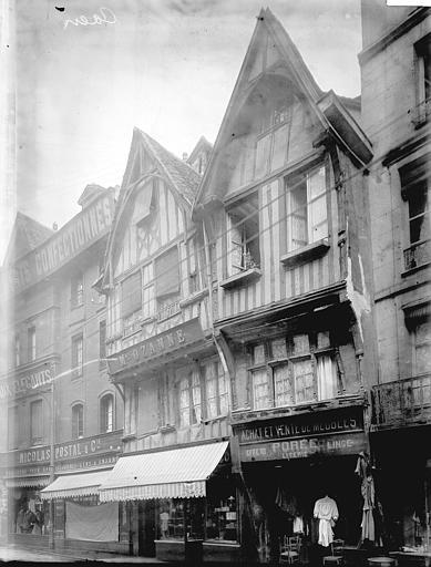 Maisons à pans de bois Façades: vue diagonale, Enlart, Camille (historien),
