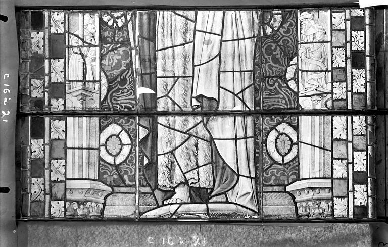 Cathédrale Saint-Etienne (ancienne) Vitrail du transept nord, fenêtre C, panneau médian, Romanais (photographe),