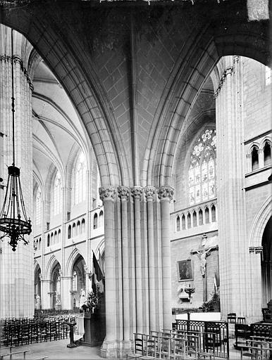 Cathédrale Saint-Bénigne Vue intérieure du choeur côté sud, vers le nord-ouest, Heuzé, Henri (photographe),