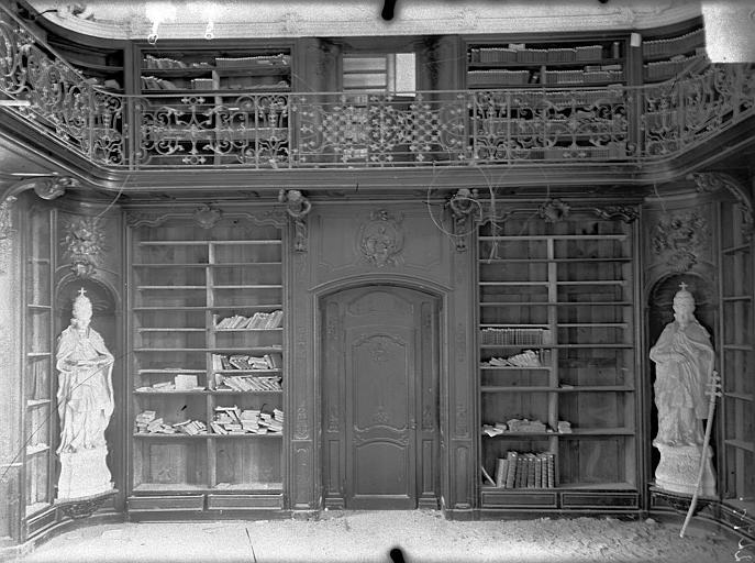 Abbaye Sainte-Marie-Majeure (ancienne), hôpital civil Bibliothèque (au 1er étage de l'aile est du cloître) : Boisieries et balcon, Queste, P. photographe),