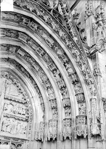Cathédrale Saint-Etienne Premier portail de la façade ouest : voussure de droite, Doucet ; Baudet (photographe),